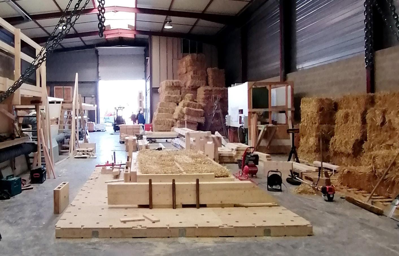 APIJ Bat coopérative fabrique des murs en bois + paille + terre crue à Romainville