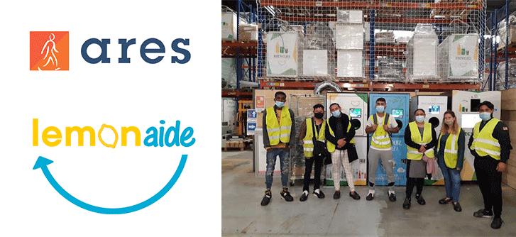 Les personnes vivant en bidonville, accompagnées par le groupe Ares dans le cadre du programme Sibel, visitent l'entreprise d'insertion Lemon Aide, afin de découvrir les métiers du tri et de la préparation au recyclage